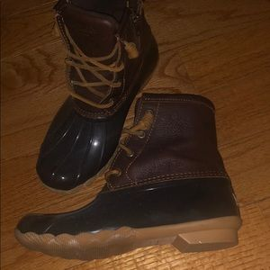 Brown/tan sperry duck boots